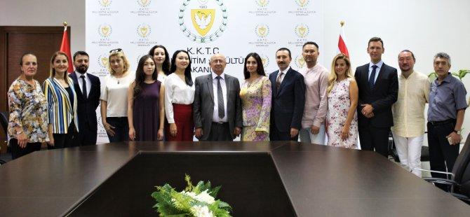 Özyiğit, Türksoy Opera Günleri'ne katılan sanatçılarla görüştü