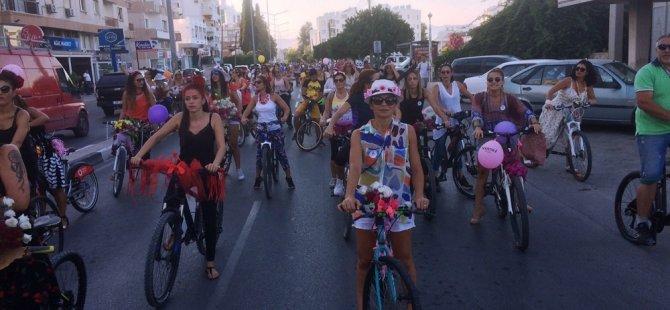 Süslü Kadınlar Lefkoşa sokaklarındaydı