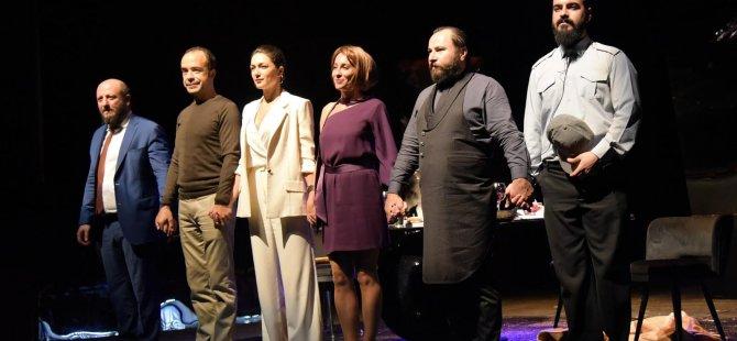 """16. Kıbrıs Tiyatro Festivali'nde """"Akşam Yemeği"""" oyunu sahnelendi"""
