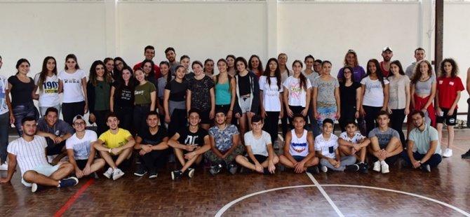 Gençlik Dairesi Müdürlüğü'nün halk dansları alanındaki çalışmaları sürüyor