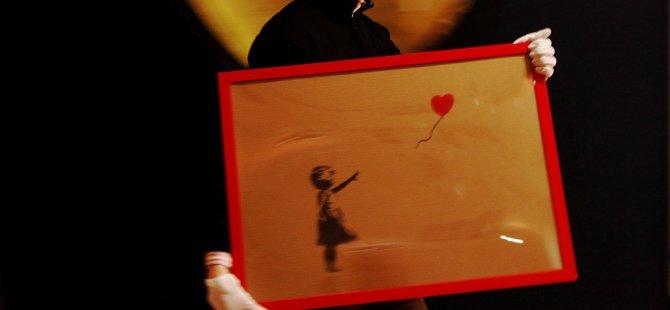 Elindeki Banksy eserini değerlenir ümidiyle kesti, değeri neredeyse sıfıra indi