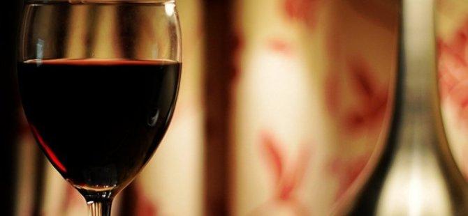 1.2 milyon dolarlık şarap çaldı,  otelin 33'üncü katından atladı