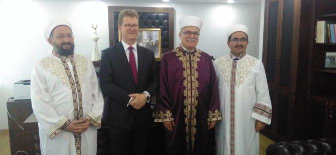 İngiliz Yüksek Komiseri Lıllıe, Din İşleri Başkanı Atalay'ı ziyaret etti