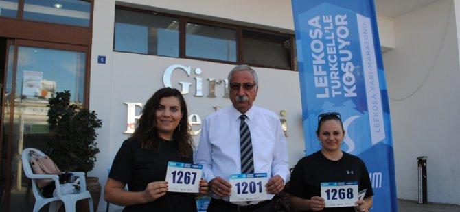 Güngördü ve belediye çalışanlarından Lefkoşa Maratonu'na destek