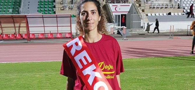 Yakın Doğu Üniversitesi Sporcusu Emine Yarkın, Atletizmde Kendisine Ait Olan KKTC Rekorunu Yeniledi…