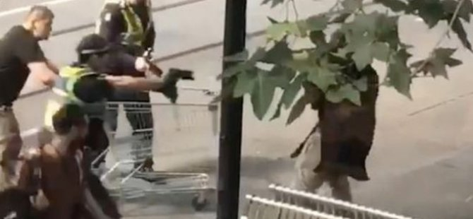 Melbourne'da bıçaklı saldırganı market arabasıyla engelleyen evsize yardım yağıyor