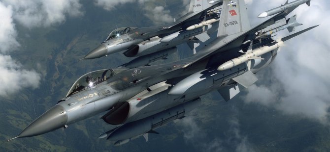 Kuzey Kıbrıs semalarında Türk F16'ları