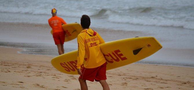 Portekiz'de 20 metrelik dev dalga sörfçüyü 'yuttu' (VİDEO)