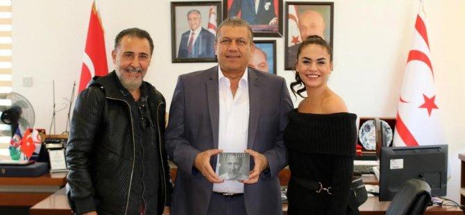 Arter Tiyatro Keyfi'nin Sanat Yönetmeni Kemal Başar ve Eda Kandulu ile kültür sanat çalışmalarını konuştu