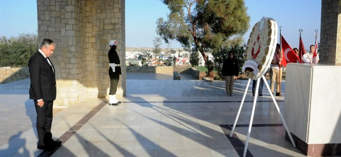 KKTC'nin kuruluş yıldönümü nedeniyle Anıt Tepe'de tören düzenlendi