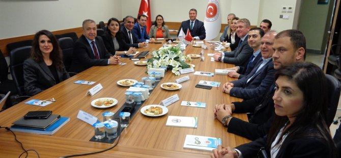 """Avunduk: """"Türkiye'deki kooperatifçilik ve yenilenebilir enerji uygulamalarından yararlanmak gerek"""""""