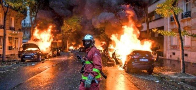 Fransız polisi bu kez Sarı Yelekler'e kask çıkardı (video)