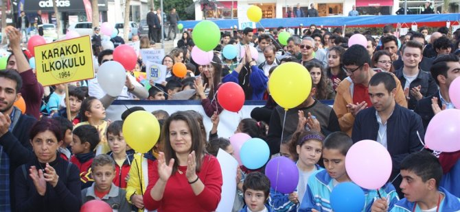 KTÖS, Gazimağusa'da özel gereksinimli bireyler eğitim yasası için yürüyüş düzenledi