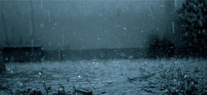 Şiddetli yağış Karşıyaka-Lapta ve Alsancak bölgesinde etkili oluyor