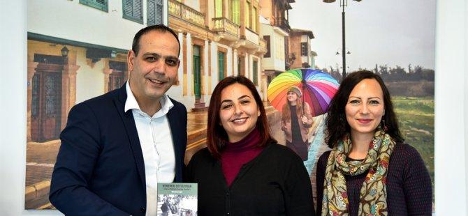 """Şifa Alçıcıoğlu """"Nenemin Deyişiynan"""" kitabını Harmancı'ya sundu"""