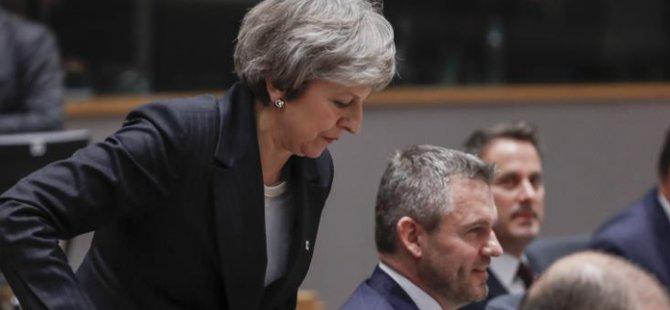 Anastasiadis Britanya Başbakanı May ile Kıbrıs'taki Britanya üslerini görüştü