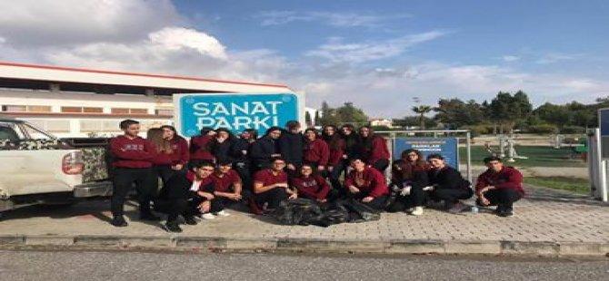Yakın Doğu Koleji Öğrencileri Çevre Temizliği Yaparak Örnek Oldular…