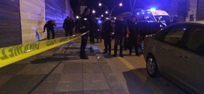 İki polis, hastanede doktorları ve hastaları rehin aldı