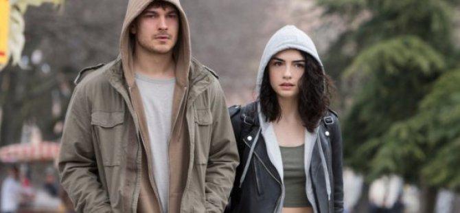 Hazar Ergüçlü'nün de oynadığı, ''Hakan: Muhafız'' 3. ve 4. sezon onayı aldı