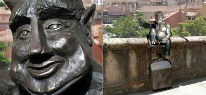 Şeytan heykeli 'Fazla sevimli'  diye tepki gösterdiler