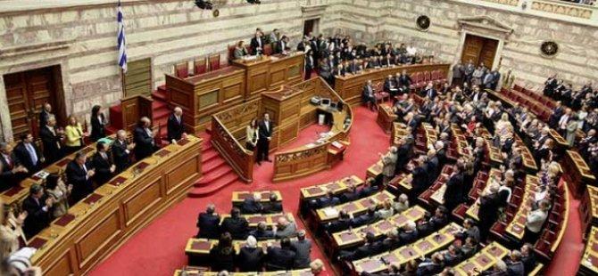 """""""Kıbrıs Dosyası""""nın 5'inci cildi de Yunan Meclisi'nden teslim alındı"""