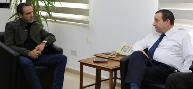 Maliye Bakanı Serdar Denktaş,Tel-Sen heyeti ile bir araya geldi.