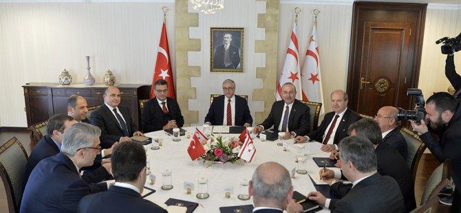 Akıncı, Çavuşoğlu ve 6 siyasi partinin başkanıyla bir araya geldi