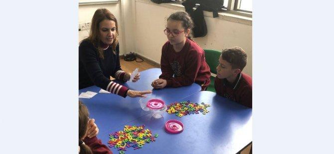 Yakın Doğu İlkokulu Öğrencileri Eğlenerek İngilizce Öğreniyor…
