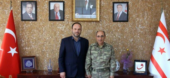 Tuğgeneral Altun İskele Belediye Başkanı Sadıkoğlu'nu ziyaret etti