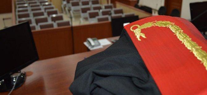 Adana'da arkadaşına avukat cübbesi giydirip müstehcen görüntülerini paylaşan katip kovuldu