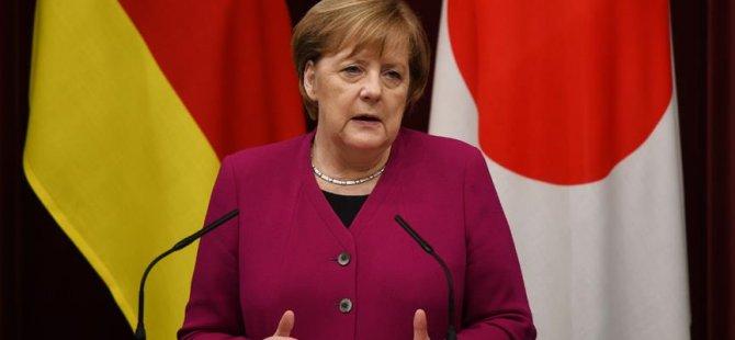 Merkel: Brexit'in yeniden müzakereye açılması gündemde değil