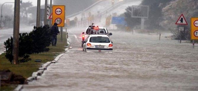 Antalya'da fırtına: 5 ilçede okullar tatil edildi