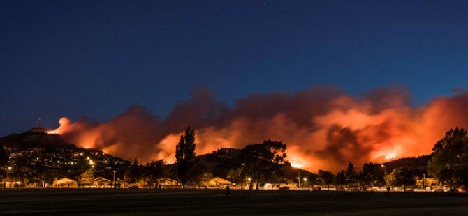 Yeni Zelanda'da yangın nedeniyle 700 kişiye tahliye