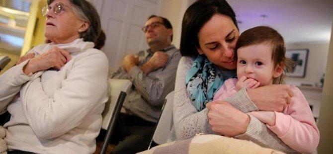 İki yaşındaki işitme engelli çocuk için 20 komşu işaret dili kursuna yazıldı