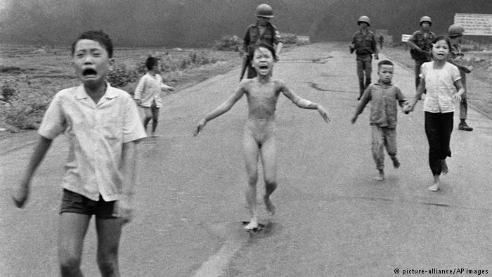 """Vietnam Savaşı'nın simgesi """"Napalm Kızı""""na barış ödülü"""