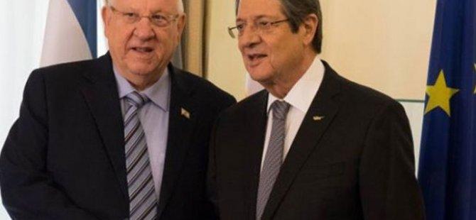 İsrail Cumhurbaşkanı Anastasiadis'le görüştü