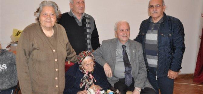 Ayyannililer Derneği'nden 106 yaşındaki Kezban Zaifoğlu'na ziyaret