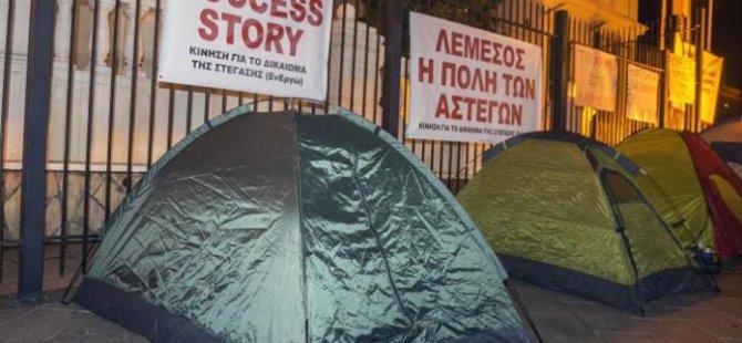 Limasol Kaymakamlığı önünde çadırlı eylem