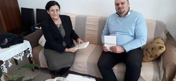 """Bülent Küçük ilk kitabı """"Düşünce""""nin 40 adetini Kanser Hastalarına Yardım Derneği'ne bağışladı"""