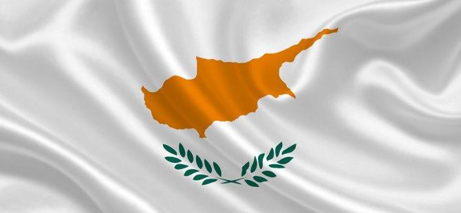Kıbrıslı Rumlar siyasi partilere ve hükümete güvenmiyor