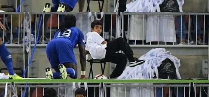 Gomis'in gol sevinci top toplayıcı çocuğu korkuttu ( Video-Haber)