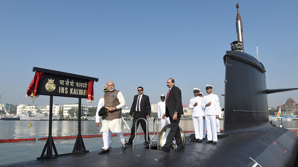 Pakistan Donanması, Hint denizaltısının sularına girmesini engellediğini iddia etti (VIDEO)