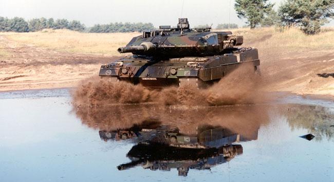 Alman tankları ateşe verildi