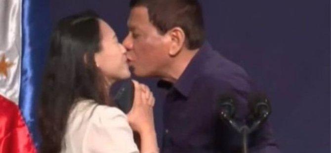 Filipinler lideri Duterte cinsiyet eşitliği etkinliğinde kadınlara küfretti