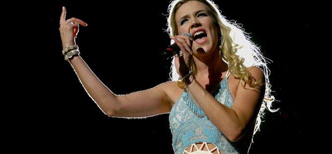 İngiliz şarkıcı Joss Stone Kuzey Kore'de konser verdi