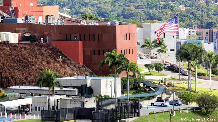 Tüm ABD'li diplomatlar Venezuela'yı terk etti