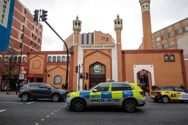 ABD ve AB'deki camilerin önünde güvenlik önlemleri artırıldı