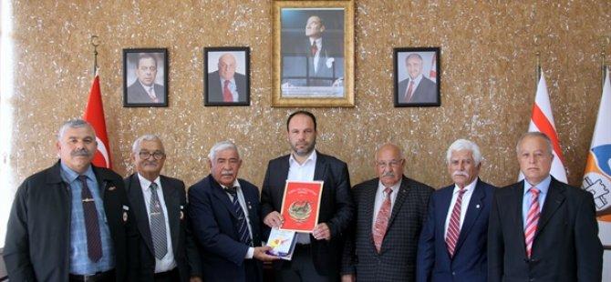 TMT Mücahitler Derneği İskele Şubesi Sadıkoğlu'nu ziyaret etti