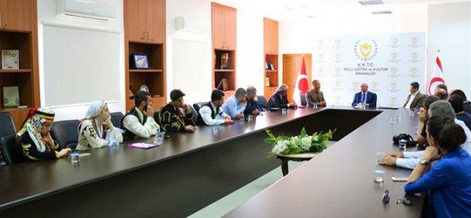 Bakan Özyiğit, Kıbrıs Türk Halk Dansları Federasyonu İle Türkiye Halk Oyunları Federasyonu heyetini kabul etti
