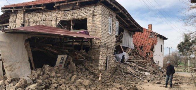 Denizli'de Yaşanan Deprem Anına Ait İnanılmaz Görüntüler (Video)